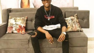 Photo of OAP, N6 makes half a million after chilling with Burna Boy at a club (Video)